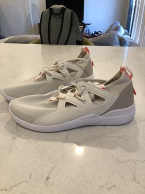 Women's size 10 Reebok workout shoes for Sale in Nashville, TN
