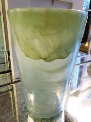 """Beautiful Heavy Green Onyx Display Accent Decorative Vase 5.5""""D x 8""""H for Sale in Monterey Park, CA"""
