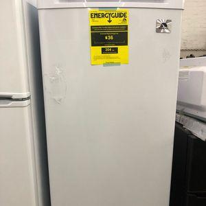 IGLOO 6.5 cu. ft. Upright Freezer for sale  White-Warranty - $180 (1 Market St, Passaic (H.Vazquez Regale) for Sale