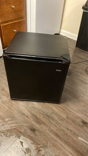 Haier Mini fridge for Sale in Murfreesboro, TN