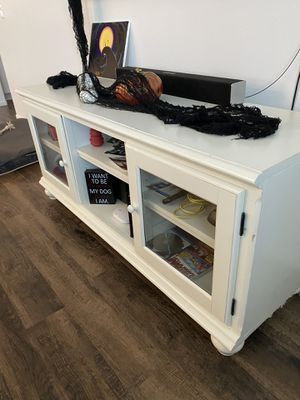 Tv stand/console for Sale in San Jacinto, CA