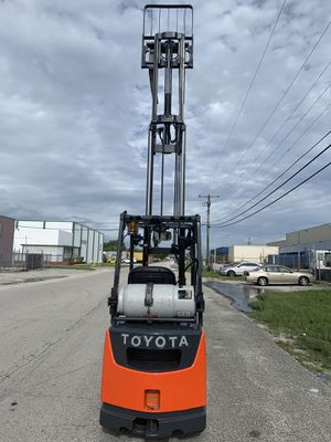 2011 Toyota forklift 4,000lb capacity three stage side shifter for Sale in Miami, FL