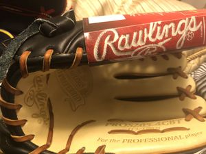 Rawlings glove for Sale in Long Beach, CA