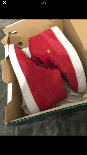 Pumas suede men's for Sale in St. Louis, MO