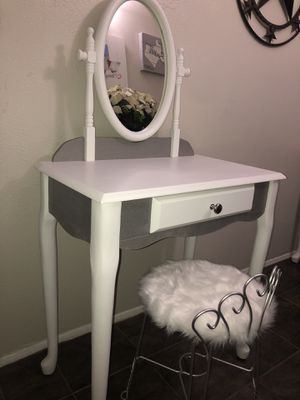 Silver and white vanity for Sale in Mansfield, TX