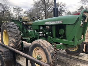 46 hrs diesel John deer tractor starts right up clutch isxstuck for Sale in Hockley, TX