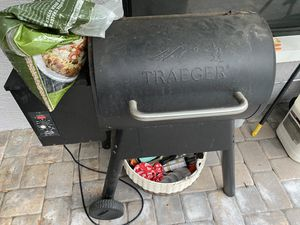 TREAGER PALLET GRILL BBQ USED BUT GOOD for Sale in Pinellas Park, FL