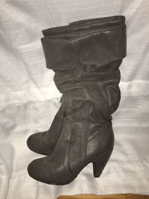 SIZE 7 WOMEN'S GRAY COLORED HIGH HEEL FAUX LEATHER BOOTS for Sale in Somerville, AL