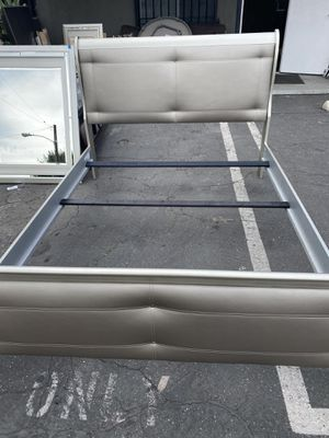Queen Size Bed Frame for Sale in Lynwood, CA
