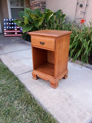 VINTAGE SOLID WOOD NITESTAND for Sale in Corona, CA