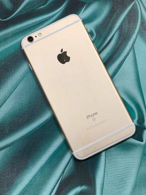 IPhone 6s plus 64gb unlocked each phone for Sale in Everett, MA