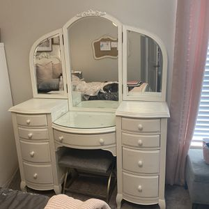 Pottery Barn Vanity for Sale in Riverview, FL