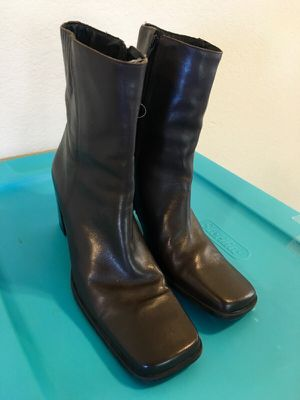 Brown leather boots size 8 for Sale in Austin, TX