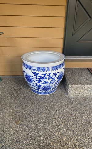 Large garden pot for Sale in Bothell, WA
