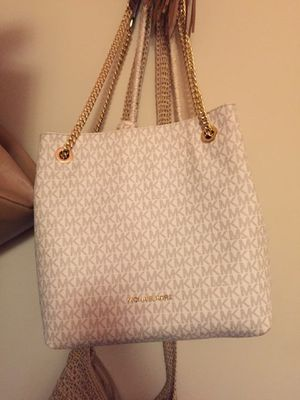 Authentic MK Vanilla Jetset Chain Shoulder Tote for Sale in Wadena, MN