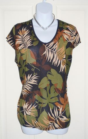 tree leaves short sleeve top (size M) for Sale in North Las Vegas, NV