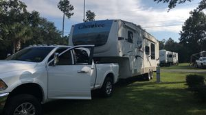 2006 Cherokee 5th wheel camper for Sale in Miami, FL