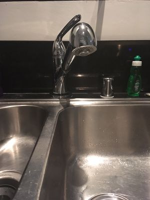 Chrome Kitchen Sink Faucet with extendable Rain Head for Sale in Los Angeles, CA
