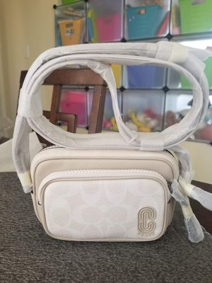 Authentic Coach mini crossbody purse (new with tags) for Sale in Lincoln Acres, CA
