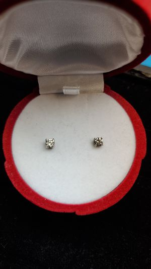 1/2 carat diamond earings 14k white gold for Sale in Dallas, TX