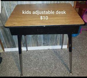Adjustable kids desk for Sale in Pueblo, CO