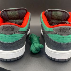 NIKE SB DUNKS LOW REPTILE (GUCCI) SIZE 7.5 for Sale in Ontario, CA