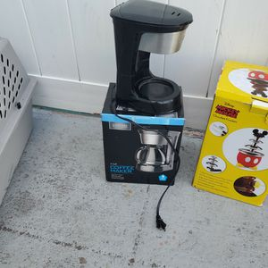 free coffee maker. It works well. you only need the jug for Sale in Altamonte Springs, FL