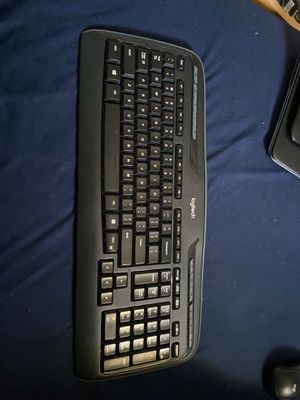 Logitech wireless keyboard and mouse set for Sale in Massapequa, NY