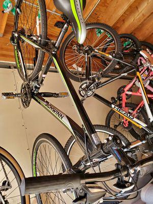 Schwinn hybrid bike 21 speed for men black silver and green at Van Nuys for Sale in Los Angeles, CA