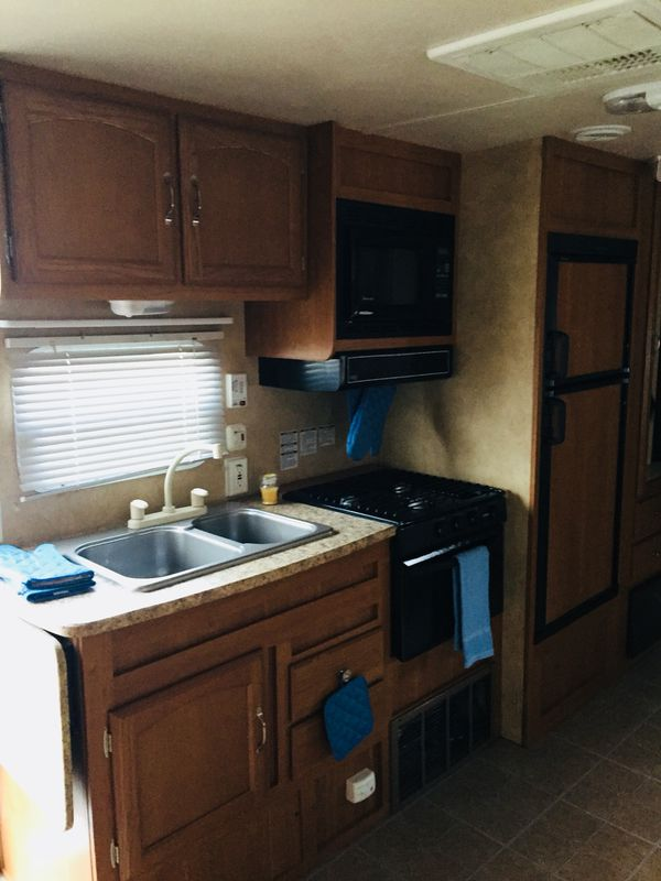 2010 Salem 28 foot travel trailer with electric slide out