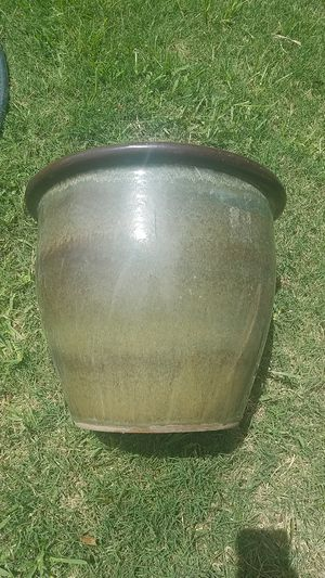 $7 ceramic pot about 4 gallon size. for Sale in Conroe, TX