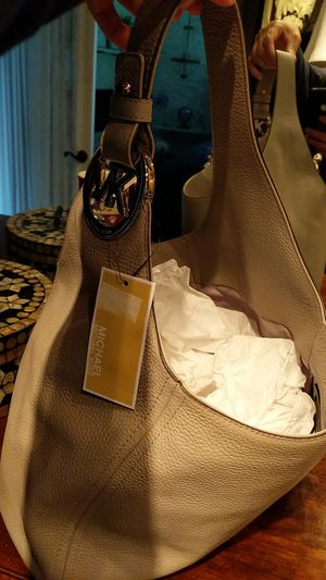 MK Brand New LG Hobo Leather Pearl Gray for Sale in Wexford, PA