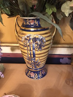 Beautiful vase without flowers $25.00 for Sale in Stafford, VA