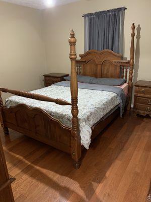 Queen Bedroom Suit- Bed, 2 night stands, dresser/mirror, chest for Sale in Montgomery, AL