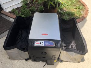 Rubbermaid cooler/warmer for Sale in Cleveland, OH