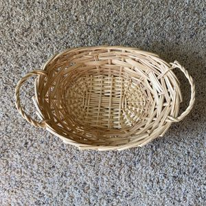 ‼️Small Wicker Basket with Handles‼️ for Sale in Edgar, WI
