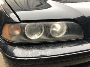 BMW 525i passenger head light for Sale in Manassas, VA