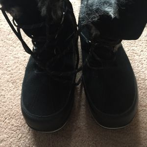Champion Warm Boots Size 8 for Sale in Apex, NC