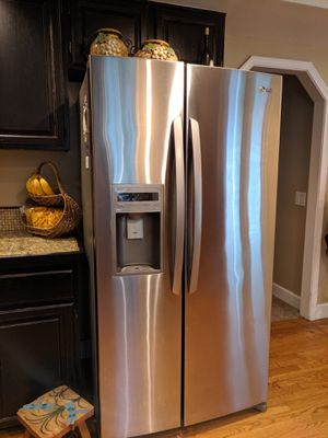 LG Refrigerator Side by Side Water and Ice for Sale in Bothell, WA