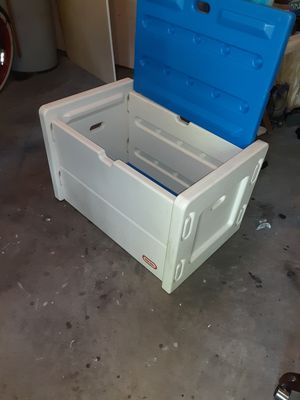 Firm price plastic toybox for Sale in Durham, NC