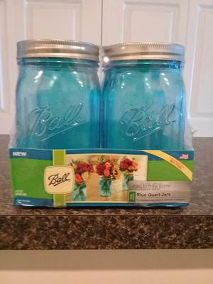 BRAND NEW NEVER OPEN 4 BLUE GLASS QUART JARS BIG MOUTH for Sale in Fort Myers, FL