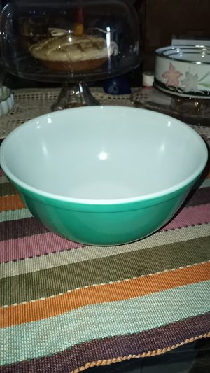 Vintage Pyrex Colored Glass Bowl for Sale in Long Beach, CA