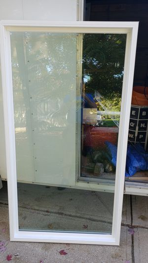 Picture window. 39 1/2 x 73 1/4 . Like new. Low e advon gas for Sale in Northfield, OH