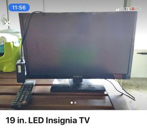 19 inch tv with remote $60 includes delivery to you for Sale in Philadelphia, PA