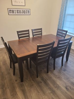 Dining Room Table Set for Sale in Holly Springs, NC