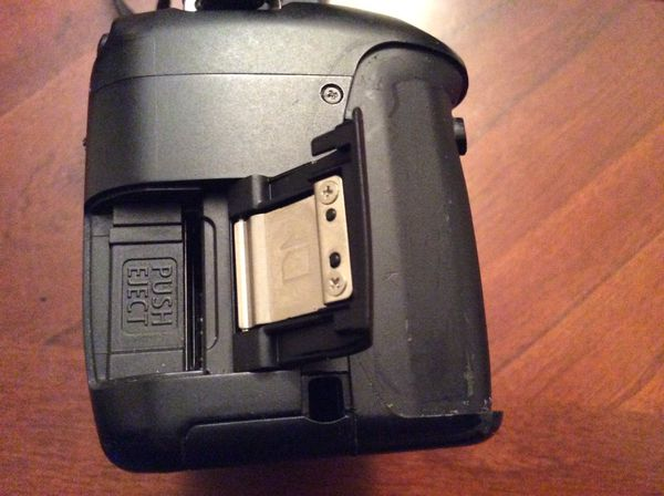 Canon Rebel T2i body with charger and wall adapter