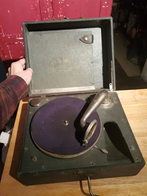 RARE Antique hand crank CUB CARRYOLA record player for Sale in Columbus, OH