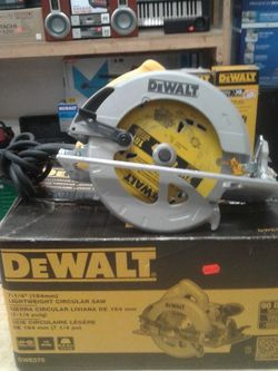 DEWALT 7-1/4-Inch Circular Saw, Lightweight (DWE575) ............ for Sale in Baltimore,  MD