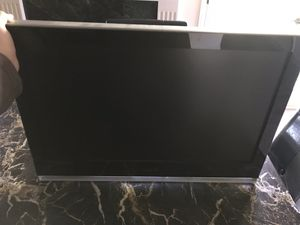 32 inch VIZIO TV with wall mount. for Sale in West Los Angeles, CA