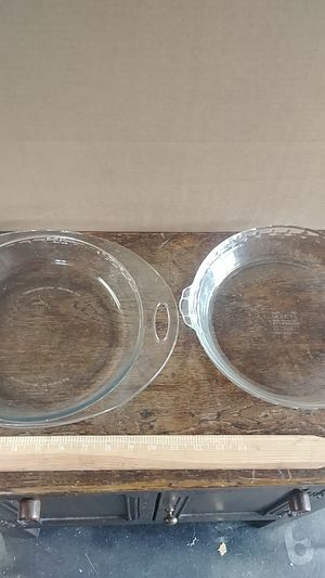 Glass and pyrex pie dishes for Sale in Shoreline, WA